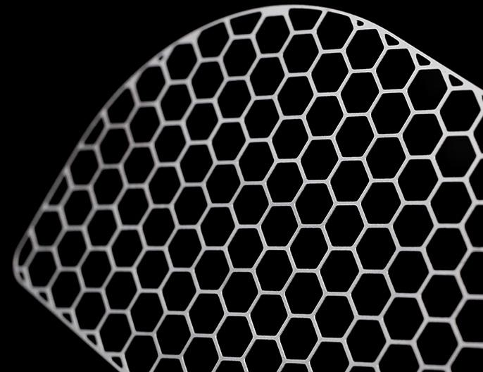 Precision Micro zeigt photochemisch geätzte Titan-Implantate